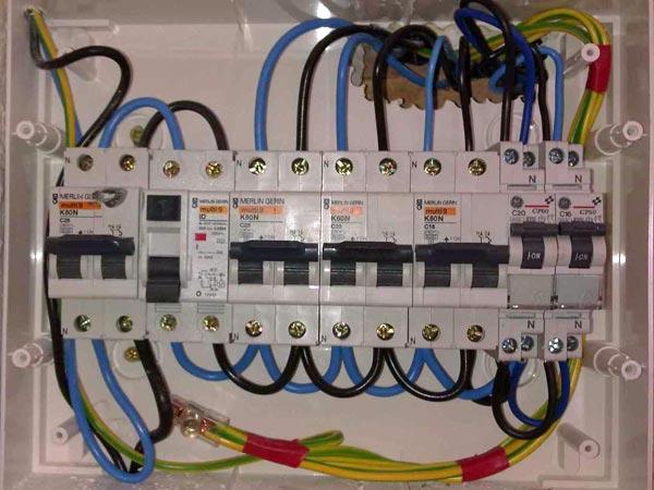 Schemi elettrici scaricatori di sovratensione dehnmid for Progettazione impianto elettrico casa