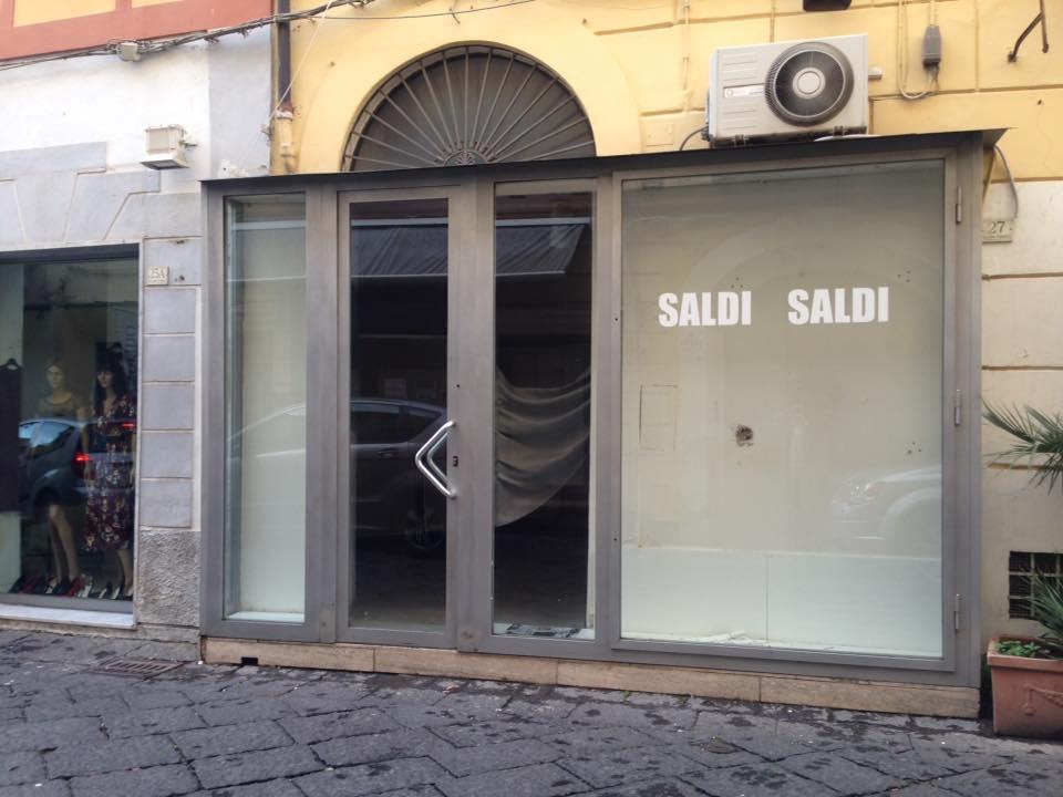 Locale commerciale Caserta via San Giovanni con ampia vetrina