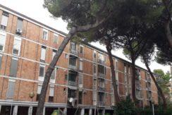 Vendesi Caserta Rione Vanvitelli Appartamento Edilizia Popolare.Panoramica del palazzo