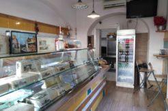 Caserta Zona Reggia Vendesi Attività di Rosticceria friggitoria. panoramica negozio