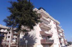 Vendesi In Parco Residenziale Appartamento Uso Ufficio o Abitazione- vista palazzo