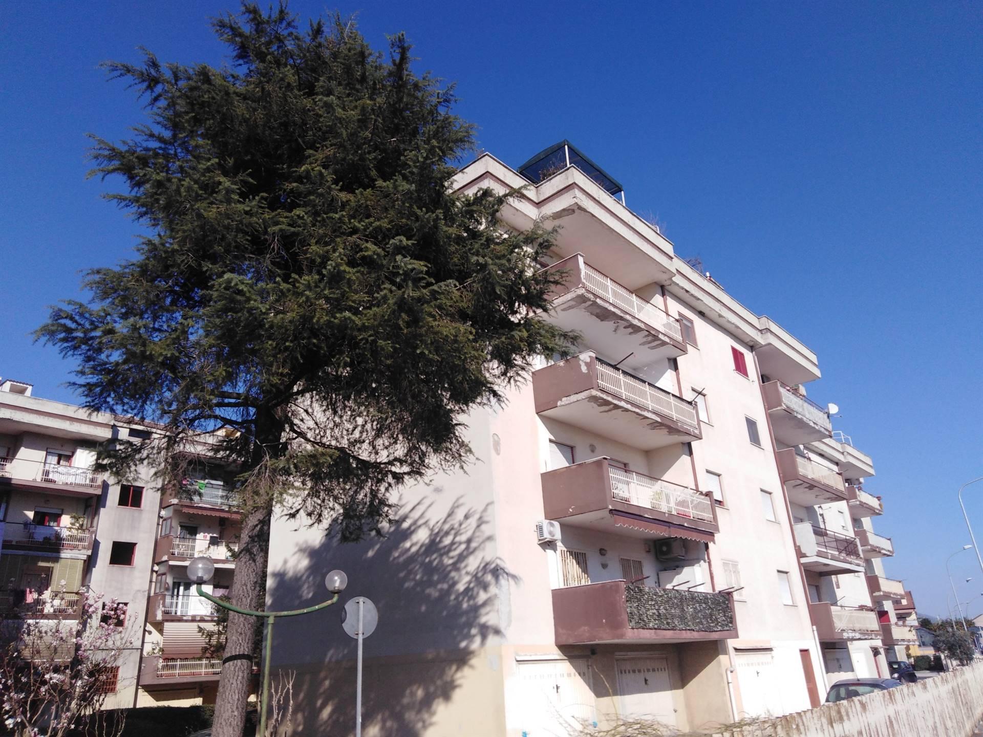Vendesi in Parco Residenziale Appartamento Uso Ufficio o Abitazione