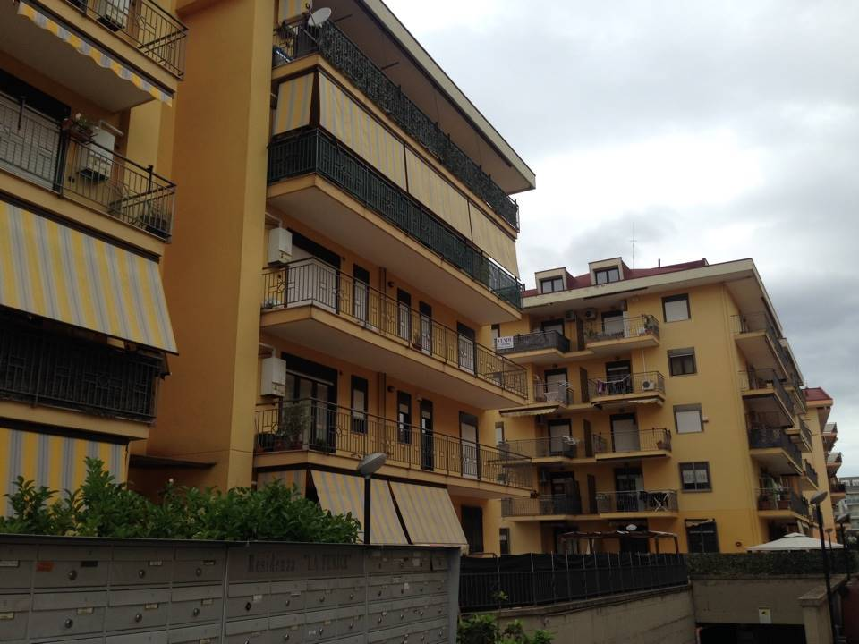 Vendesi S. Nicola la Strada Zona Mercato Appartamento con Giardino