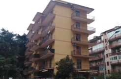 Caserta Zona Via Eleuterio Ruggiero Vendesi Appartamento 3 vani-Panoramica Palazzo