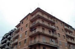 Vendesi a Caserta Zona Padre Pio Appartamento Interamente Parquettato- panoramica palazzo