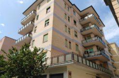Caserta Zona Acquaviva Vendesi Appartamento ottimo Investimento-panoramica palazzo