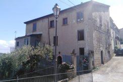 Vendesi a Marzano Appio Casa Semi Indipendente con Giardino a Uliveto- Panoramica esterno palazzo