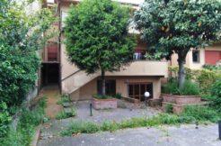 Caserta Vaccheria Vendesi Prestigiosa Villa su 4 livelli da Ristrutturare - panoamica esterna